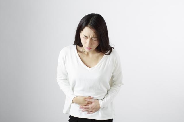 腹痛の女性